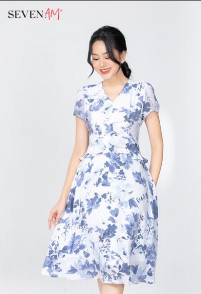 Đầm trắng hoa xanh cổ tim Y58702D