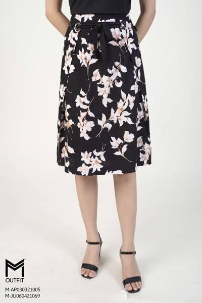 Chân váy xòe, họa tiết hoa